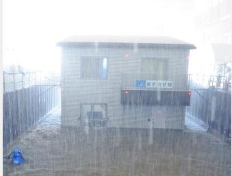 観測史上最大雨量に相当する毎時300ミリの雨を再現して行われた「耐水害住宅」の公開実験様子