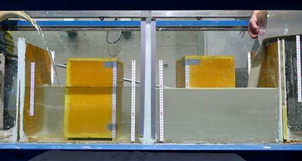 黒い水の浮力実験