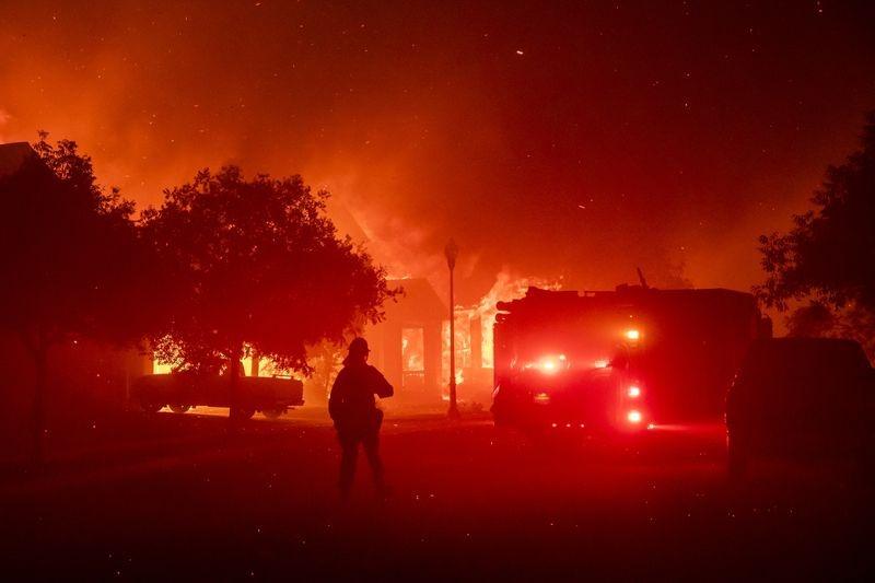 米カリフォルニア州の山火事深刻化